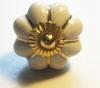 Möbelknöpfe/Porzellanknöpfe blumenform -  uni creme gold - 28